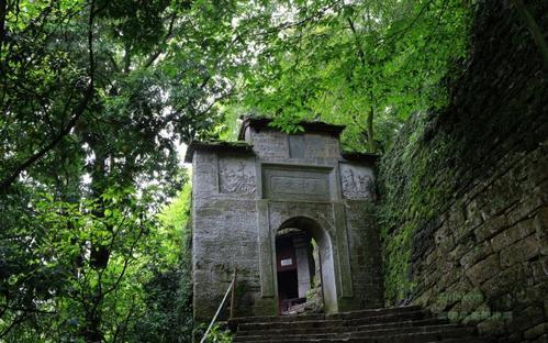 集自然景观与人文景观为一体,贵州省平坝天台山伍龙寺