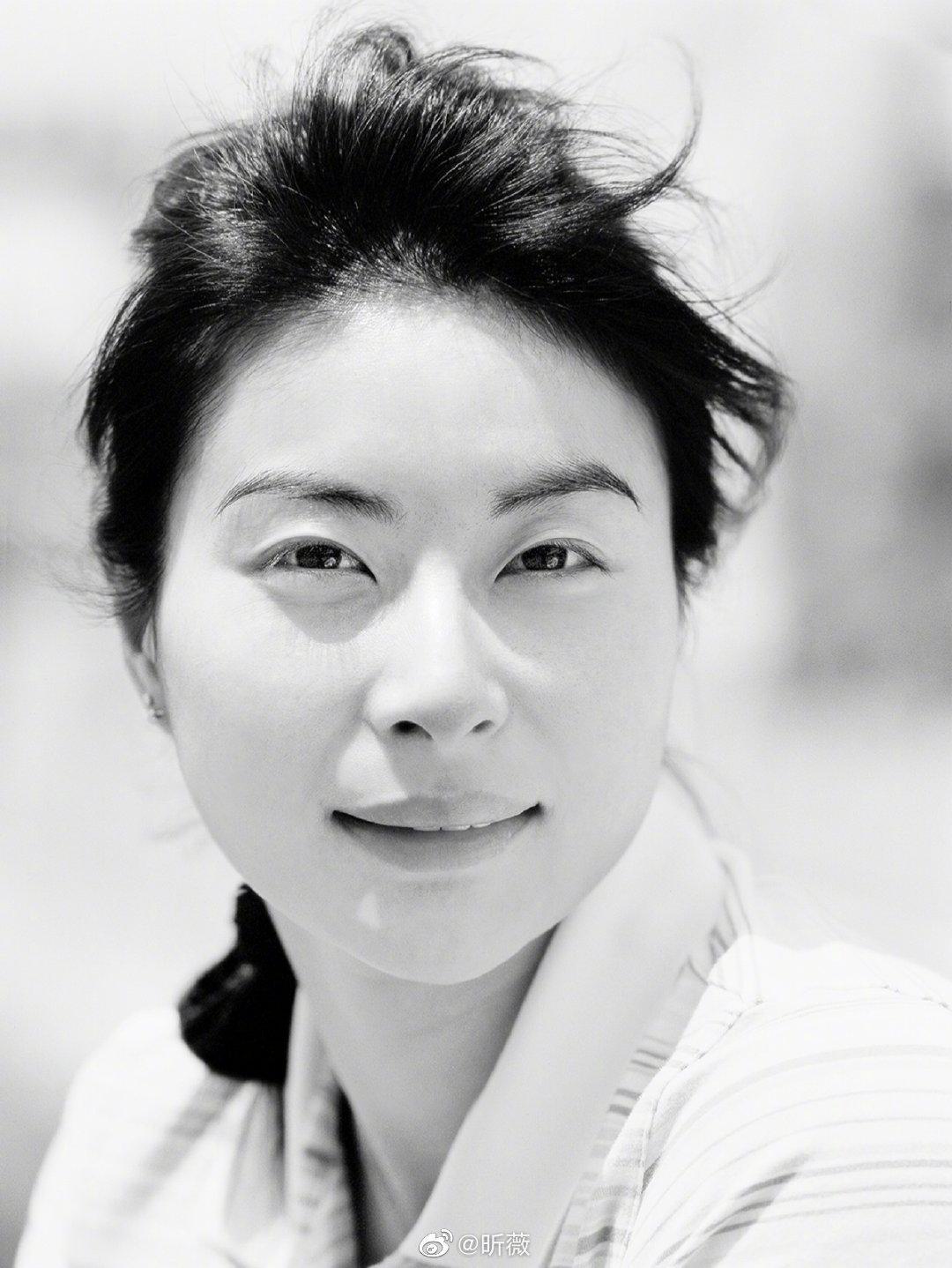 2006年,著名摄影师逄小威开始踏上为中国历届拍摄肖像作品的征程……