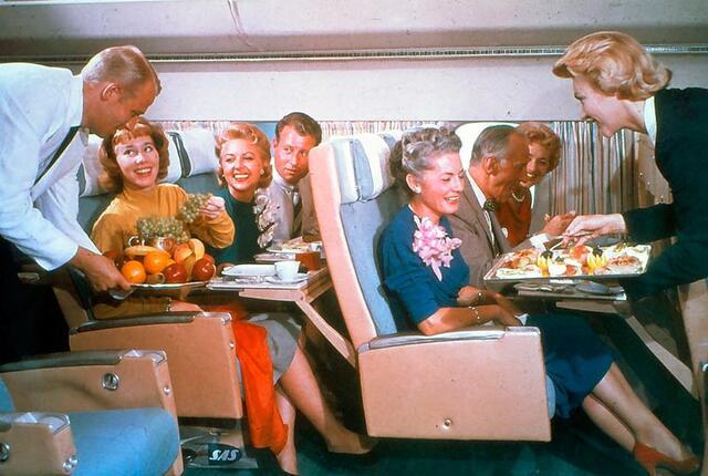 火腿美酒大龙虾 几十年前的飞机餐 看了就要吞口水