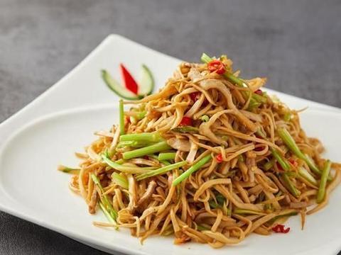 杂菇炒肉丝,软嫩入味超下饭,营养丰富的美味家常菜,上班族必备