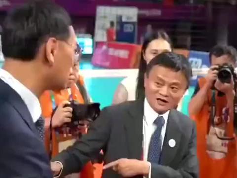 中国女排的姑娘们全为他鼓掌欢呼!