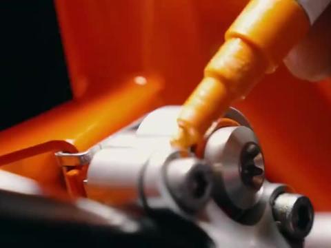 价值百万的奥地利红牛赛车组装全程,男人的快乐就是这么简单