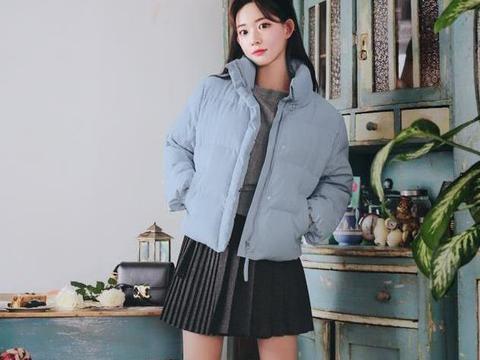 韩风短款羽绒服+毛衫的时尚搭