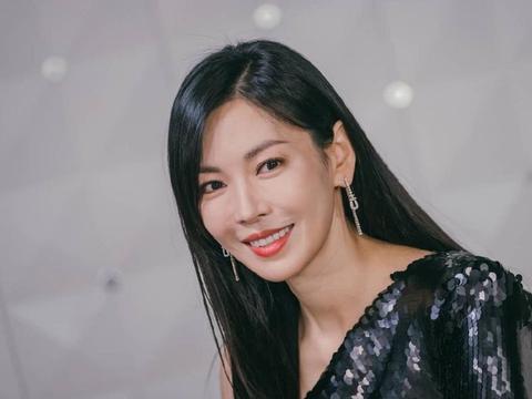金素妍出演刘在石综艺,分享恋爱、结婚经历,携丈夫双双登上热搜