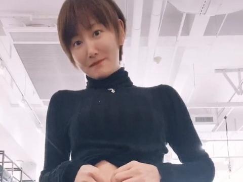 主持人李好37岁妻子秀蚁腰,能用面具围起来,婚姻状况引人猜测