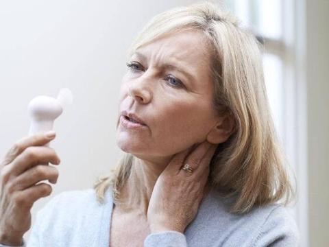 女性更年期来临前,月经通常会有3种变化,多吃4物,可延缓衰老