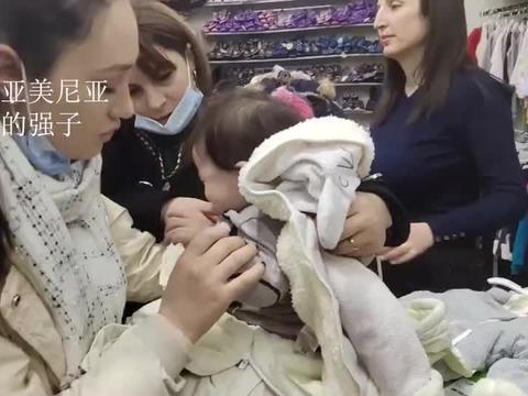 亚美尼亚大舅哥在战场马上回家,看看他的孩子们有多高兴?