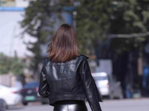 选择这一身性感穿搭的你,宛如街头的女明星,耀眼动人