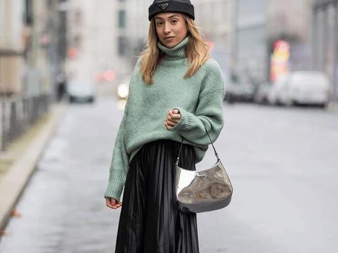 毛衣+迷笛裙的组合,穿出女性的浪漫感,更让心情缤纷也轻盈