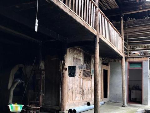 川西一个小村,村里有个老院子,房主生活让人羡慕