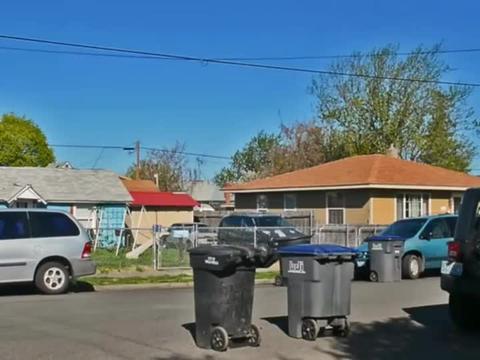 垃圾回收车用机械手搬运翻转清空垃圾箱