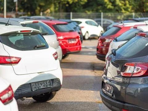 老司机的靠边停车技巧,简单实用,不会剐蹭马路牙子