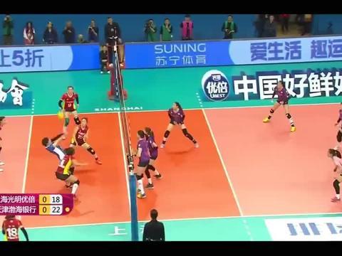 排球:李盈莹的后排暴扣球,上海女排招架不住啊