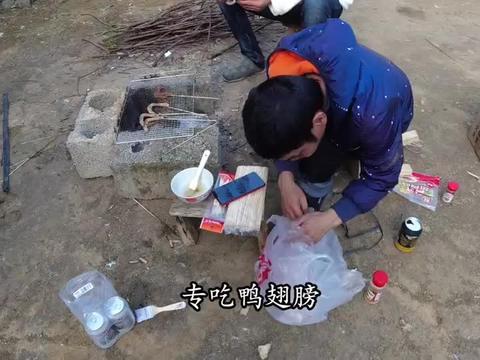 广西农村35岁贫困小伙,从不外出工作,生活却依然过得逍遥自在