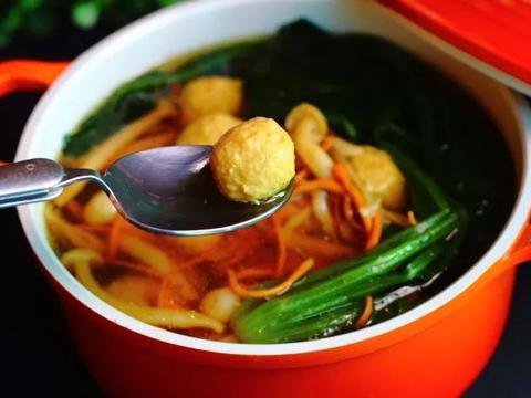 美食精选:咖喱土豆豆腐、紫薯莲子芡实粥、菌菇丸子汤