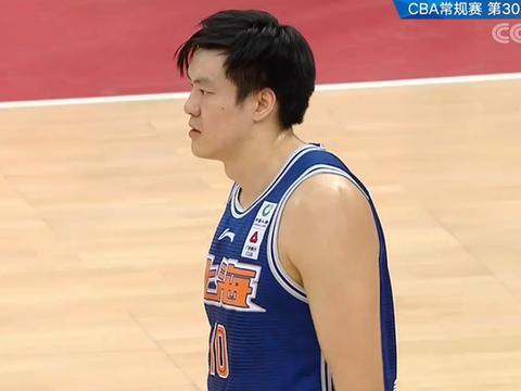 天津队篮板球比上海少21个,内线实在太弱,惨败与之息息相关