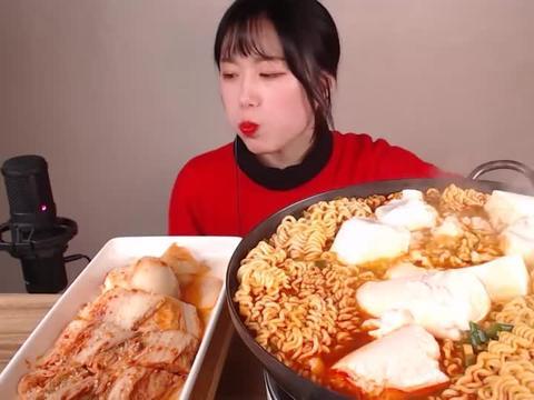 【咀嚼音】香辣豆腐方便面、辣白菜,吃得真过瘾
