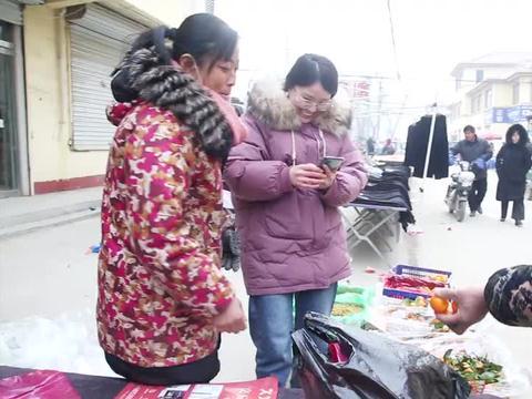农村婆婆赶集买年货,要一大捆铁棍山药,儿媳妇争着付钱,好暖心