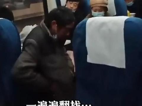 农民工乘火车,血汗钱被偷,一遍又一遍在身上翻找,盼望奇迹发生