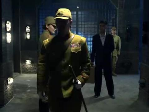 军统特工叛变,把情报告诉小鬼子,被俘的上司在监狱里把他干掉