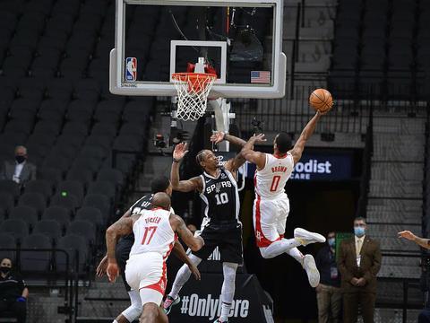 NBA战报:哈登离队火箭力挫马刺,步行者大胜开拓者,勇士负掘金