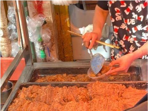 昆明最美老板娘卖粉蒸肉,藏在菜市场里38年,如今涨到105元1公斤