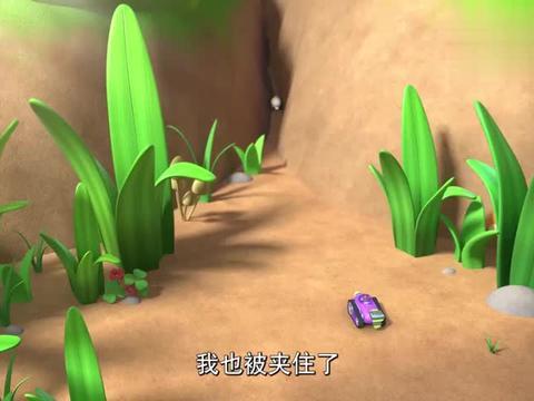 喜羊羊:大家帮小蚯蚓找哥哥,灰太狼不看路,掉地里面了