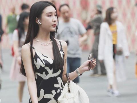 连衣裙搭配高跟鞋,让苗条女孩充满青春活力,尽显高冷女神范儿