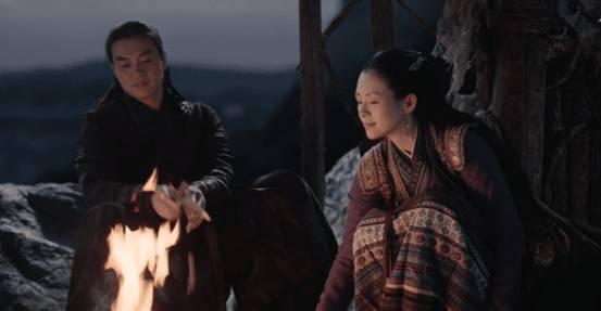 """《上阳赋》章子怡周一围""""篝火吻"""",阿芜睡醒时穿的衣服说明一切"""