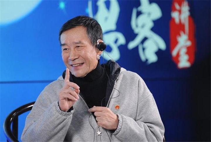 67岁李雪健老师状态不佳,说话吃力手不停颤抖,现状令人担忧!