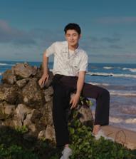 王彦霖《时尚旅游》开年封面大片惊喜上线 清爽帅气少年感满满