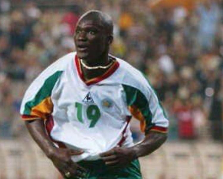 继马拉多纳后,42岁非洲传奇球星迪奥普因病逝世,效力英超多年!