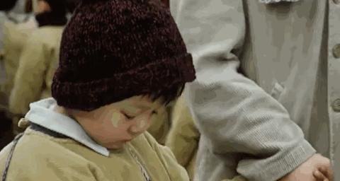 到幼儿园接孩子放学时,要摸摸手心的汗多不多,出汗和体质有关系