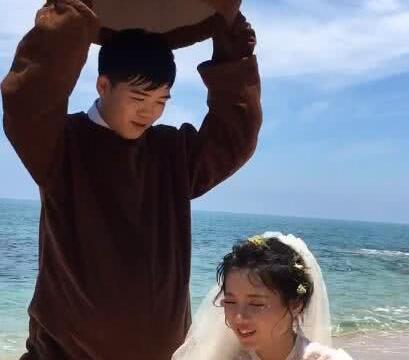 新郎为新娘大热天穿布偶拍婚纱照,专业宠妻十年,精修图太可爱了
