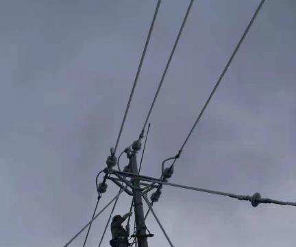 南方电网云南曲靖富源供电局全力抢修消除最强寒潮影响正常供电