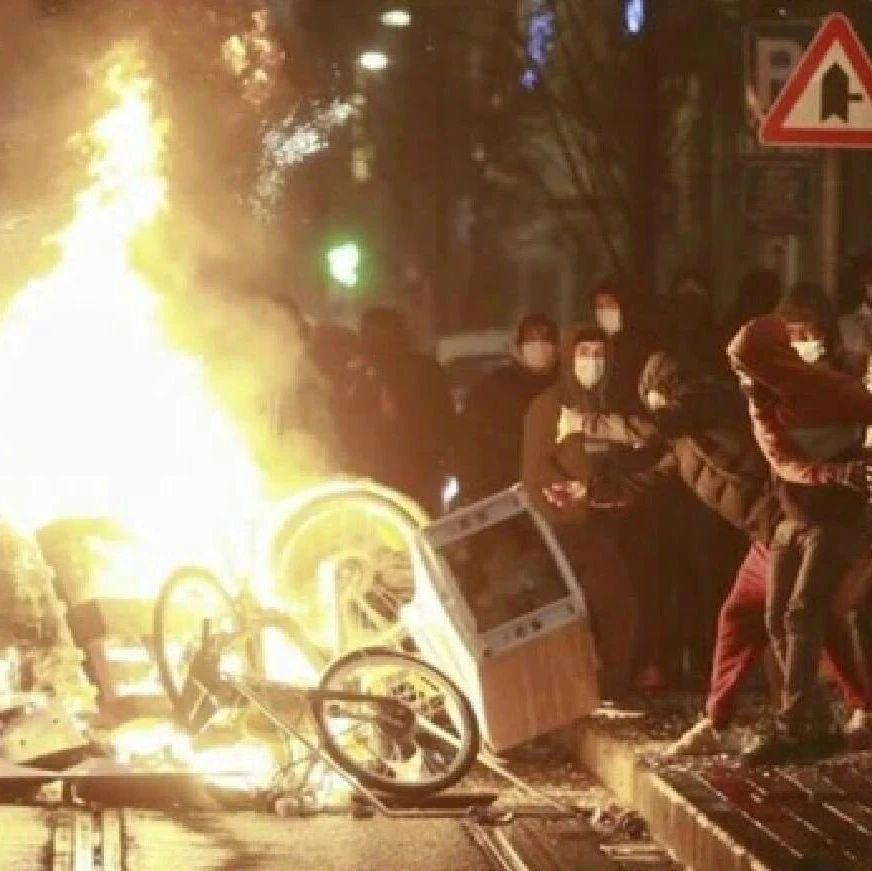 比利时首都爆发骚乱 国王座驾遭袭