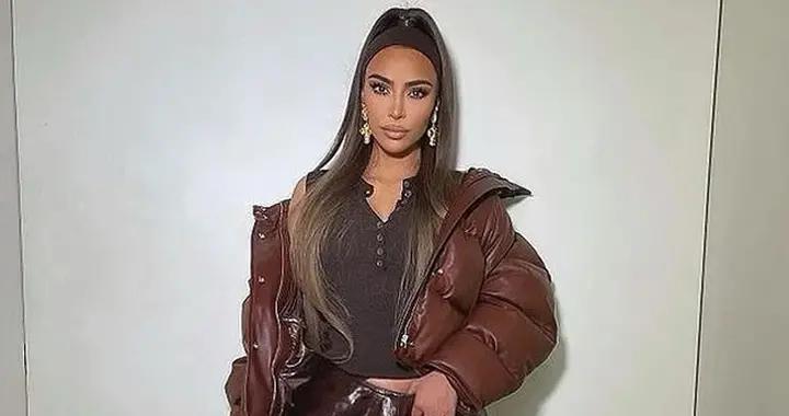 卡戴珊离婚传闻后晒美照,穿1.8万羽绒服和皮裤,扎马尾心情好