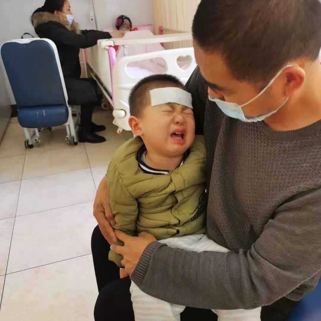 青岛两岁男童患恶性肿瘤,他爸爸许下一个诺言…