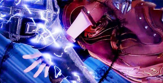 斗罗大陆:当奥斯卡祭出昊天锤武魂,在旁观战的骨斗罗反应亮了