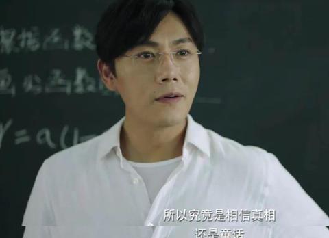 陈伟霆演绎张东升,戴假发和金丝眼镜,还发文道:我还有机会吗?