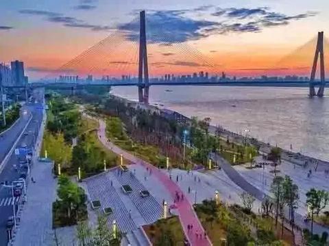 武汉市青山区推进武汉工业港、北湖产业新城、武汉氢都等三大项目