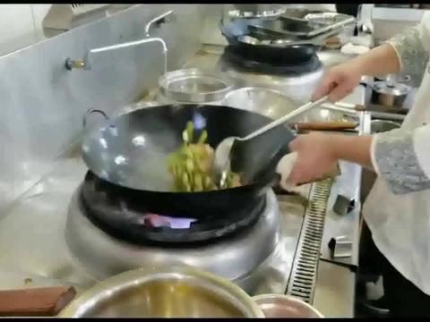 """大厨特意教你:家常版下饭好菜""""湘味小炒肉"""",感觉太香了"""