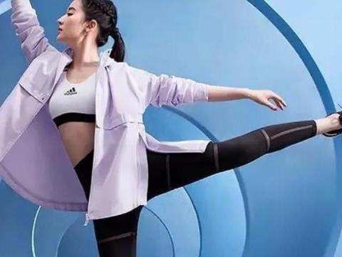 在健身房运动的刘亦菲中,我出汗并卸妆,网友:这是十八岁