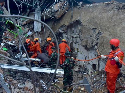 印尼地震死亡人数升至42人 当局:或有更强余震引发海啸