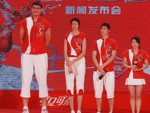 """中国女排""""玻璃美人""""被姚明拒绝,退役成作家,身高吓退相亲对象"""