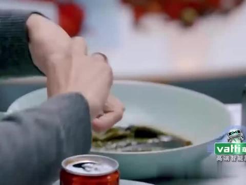 张嘉倪买超餐桌秀恩爱,皮皮虾还能这样吃,甜度爆表!