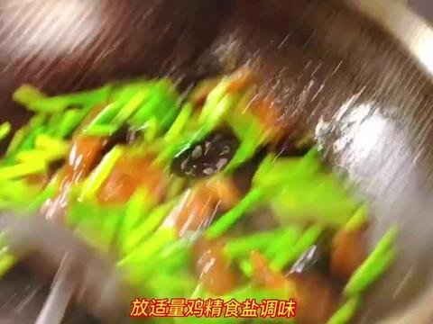 家常小炒大全蒜薹木耳炒肉,肉嫩鲜香食材入味,在家也能做美食