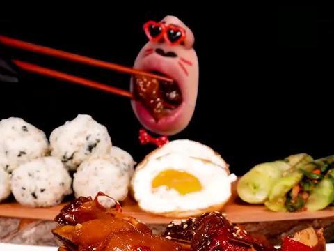 创意吃播:韩国小哥吃排骨小菜饭团,看起来超级有食欲