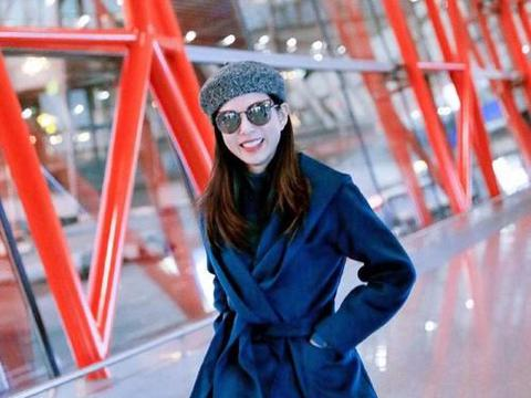 李若彤脸泛油光,穿的再年轻时髦,皮肤松弛也看得出54岁了!