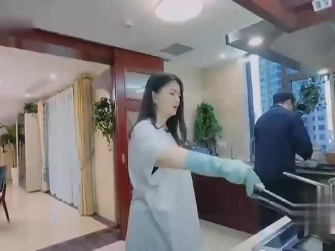 李湘难得下厨做早餐,王岳伦不放心贴心打下手,宠妻狂魔实锤了!